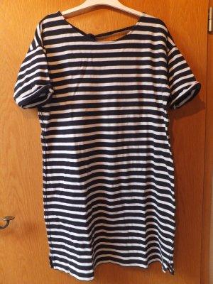 gestreiftes TShirt-Kleid