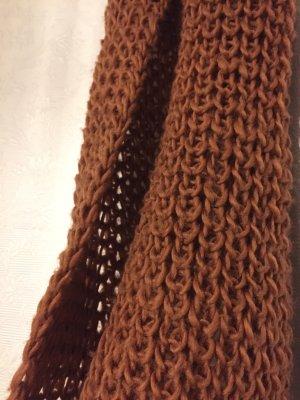 Gestrickter brauner Schal
