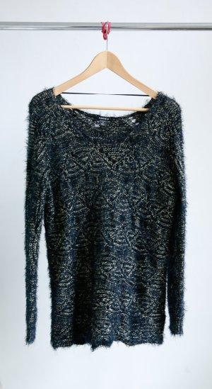 Gestrickter Pullover mit metallischen Fasern
