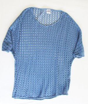 Gestricktes Oberteil blau Lochmuster Häkelshirt