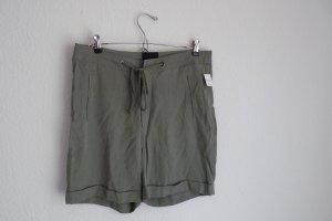 Gestuz Pantalón corto de talle alto caqui-verde lyocell