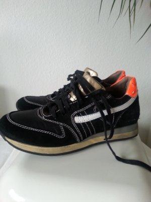 getragene aber gut erhaltene PRIMABASE Sneaker