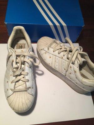 Getragene Adidas Plateau Sneaker