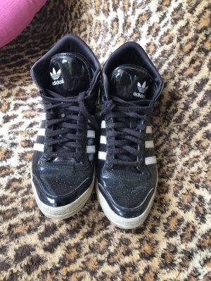 getragene Adidas Superstar Sneakers