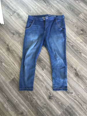 getragene jeanshose, used-optik