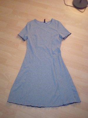 Getreiftes Kleid