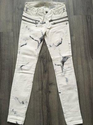 Gewachste Jeans in Mamoroptik von Zara