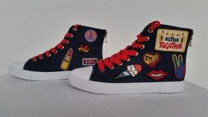 Gigi Hadid x Tommy Hilfiger, Jeans-Sneakers, bestickt, 40, neu