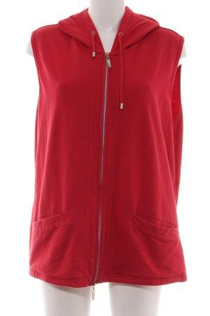Gina Laura Chaleco con capucha rojo look casual