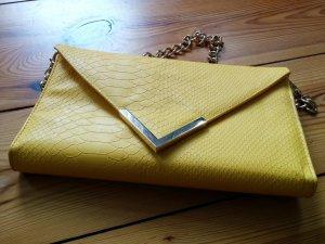 Gina Tricot Clutch Abendtasche Schlangenstruktur gelb gold Brieftasche mit Umhängekette