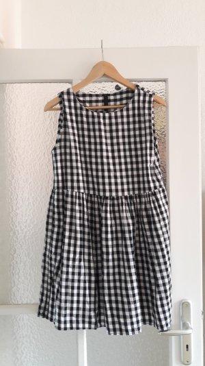 Gingham-Karo Hängerchen-Kleid von The WhitePepper London