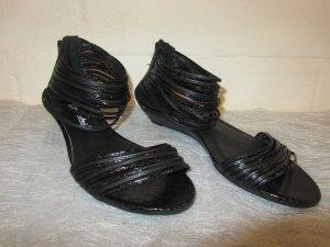 GINO VENTORI: Flache Sandalette mit vielen Fesselriemchen, Gr. 39, NEU