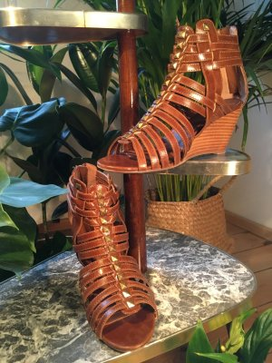 Akira Wedge Sandals cognac-coloured