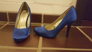 Glänzend blaue schöne Pumps