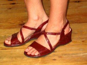 Glänzend rot und super beqeme echte Leder-Sandalen von Rohde, Gr. 39,5