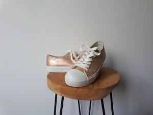 glänzende beige/rosafarbene Schuhe