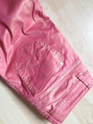 Glänzende farbige Jeans