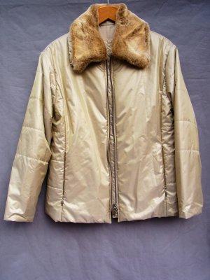 Glänzende, golden schimmernde Jacke mit Fellkragen
