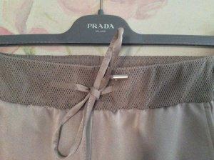 Glänzende Hose mit Netzdetails