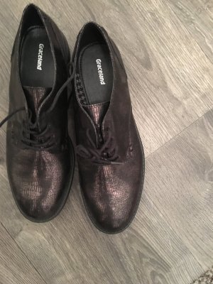Glänzende Schuhe Graceland