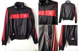 Glänzende schwarz-rote Trainingsjacke von adidas