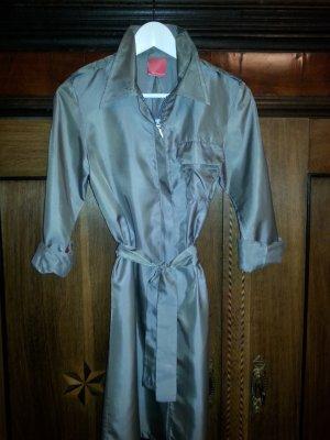 Glänzender Mantel bzw Mantelkleid