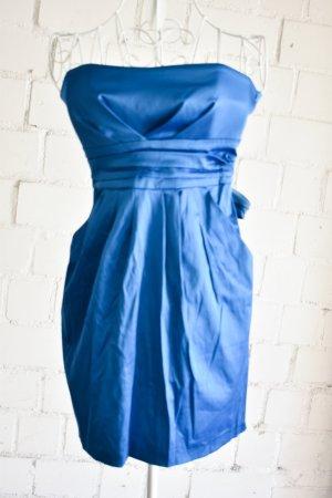 Glänzendes blaues Cocktailkleid Bandeauoptik