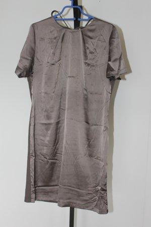 Glänzendes Kleid von B.C.