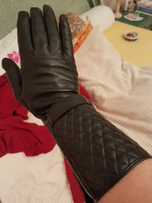 glamourös & hollywood like - lange Lederhandschuhe gesteppt mit grosser silberner Schnalle