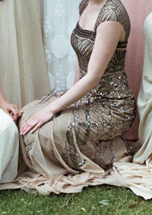 Glamouröses Abendkleid mit Pailettenbesatz