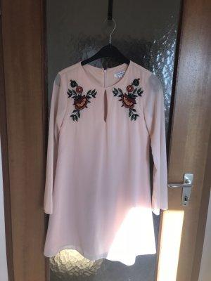 Glamourous Mini Kleid mit Stickerei