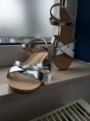 Sandalias cómodas color plata-crema