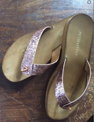 Toe-Post sandals pink-nude