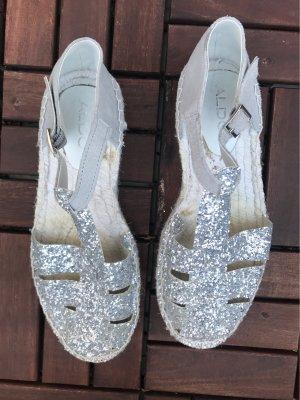 Glitzer-Sandaletten mit Bastabsatz