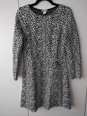 Glockenförmiges Kleid Größe S