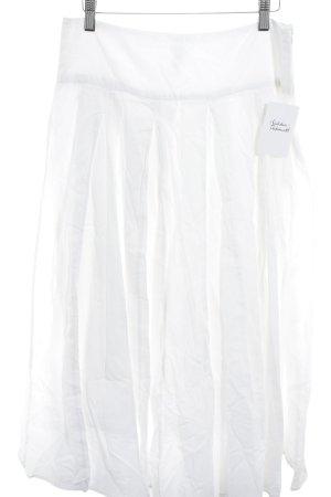 Falda acampanada blanco look casual