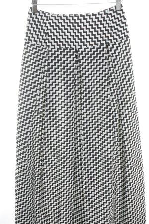Falda acampanada blanco-negro diseño de espiga look casual