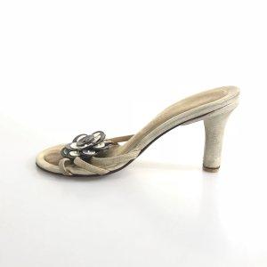 Chanel Sandalias color oro