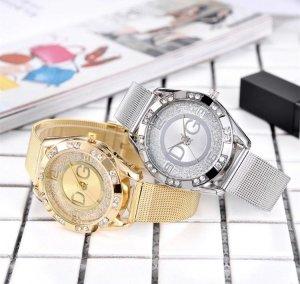 Reloj con pulsera metálica color oro-color plata