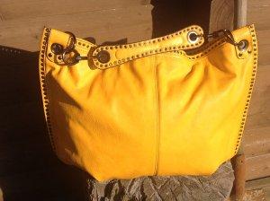 Gold-orangefarbene Shopper-Tasche, geräumig, Nieten-Details, aus Leder