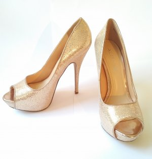 Golden glitzernde High Heels mit Plateau