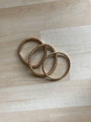 Goldene Armbänder