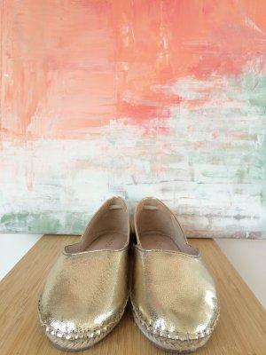 Goldene Ballerinas aus Leder