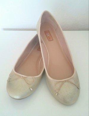 goldene Ballerinas von Bershka