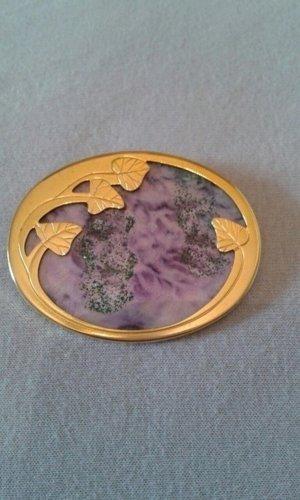 Goldene Brosche mit lilanem Einsatz
