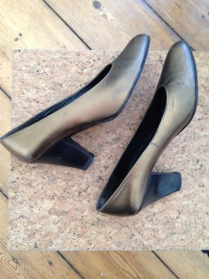 Goldene Charles Jourdan Pumps