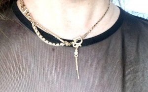 Goldene Dior Kette aus Metall und Strass