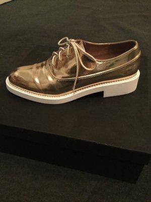 Goldene elegante Budapester Schuhe zara