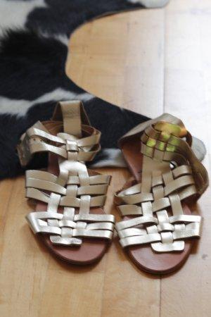 goldene Gladiator-Sandalen von Zara