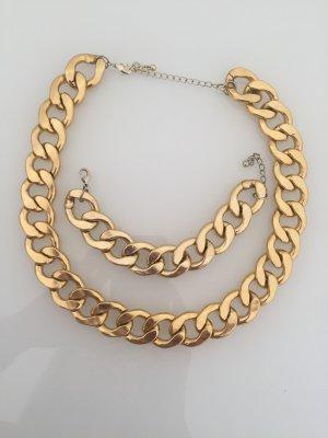 Goldene Kette und Armband